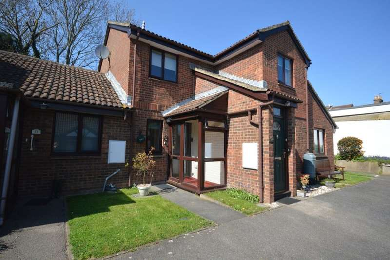 2 Bedrooms Flat for sale in Warblers Close, Rochester, ME2