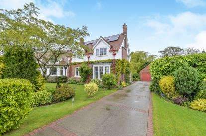 4 Bedrooms Semi Detached House for sale in The Crescent, Carlton-in-Cleveland