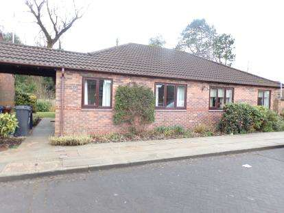 2 Bedrooms Bungalow for sale in Elmwood Avenue, Leyland, PR25