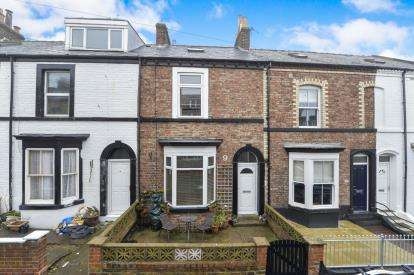 4 Bedrooms Terraced House for sale in Elgin Street, Whitby, .