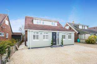 4 Bedrooms Bungalow for sale in Ley Road, Felpham, Bognor Regis, West Sussex