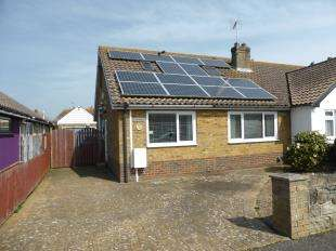 2 Bedrooms Bungalow for sale in Tritton Gardens, Dymchurch, Romney Marsh