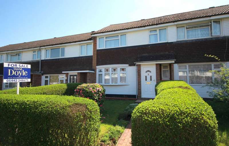 3 Bedrooms House for sale in 3 BED family home with GARAGE and SOUTHERLY FACING rear GARDEN