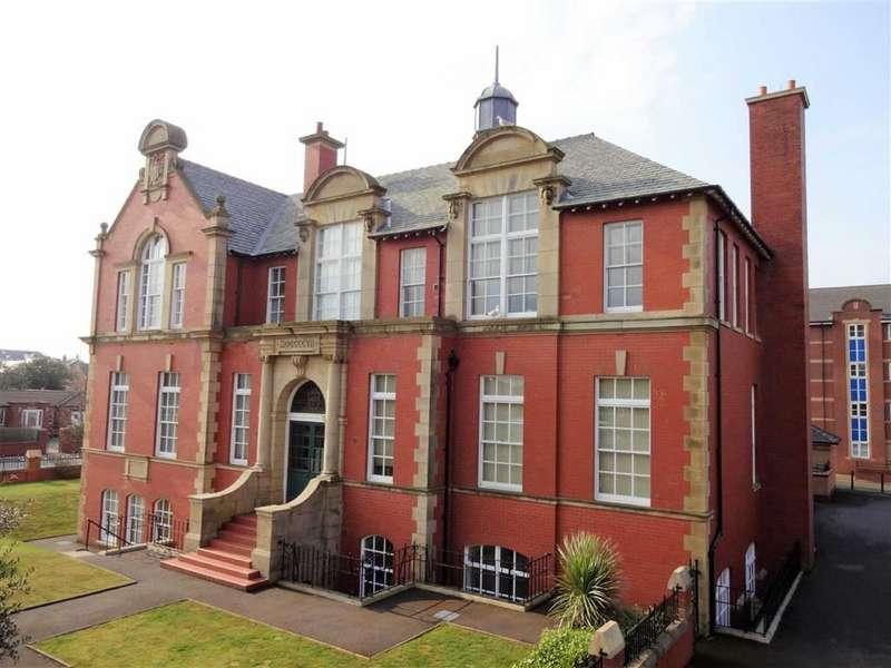 3 Bedrooms Apartment Flat for sale in College Court, St Annes