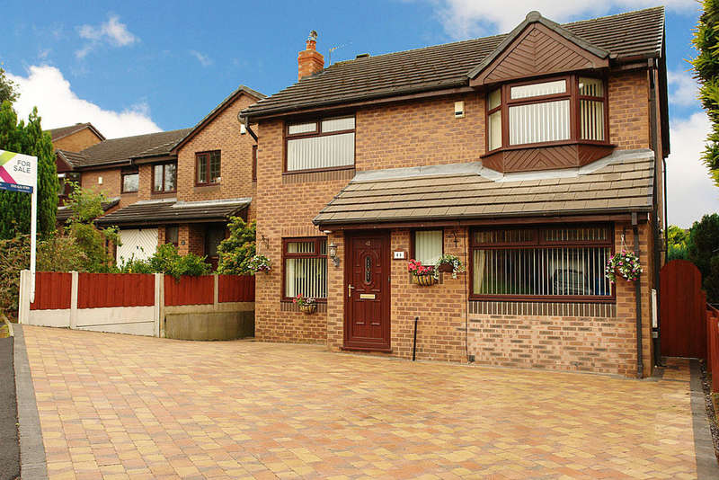4 Bedrooms Detached House for sale in 41 Highfield Drive, Royton