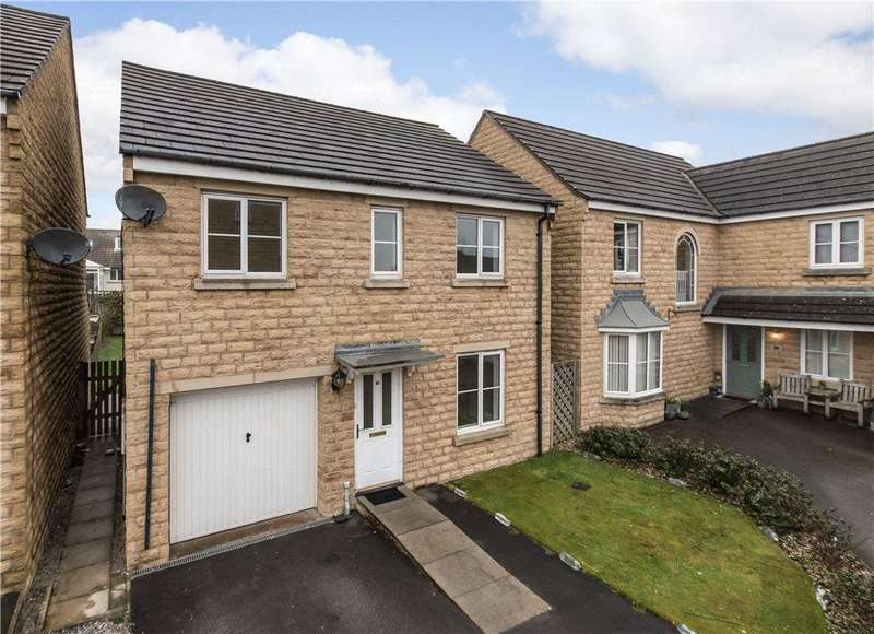 3 Bedrooms Detached House for sale in Agincourt Drive, Gilstead, West Yorkshire