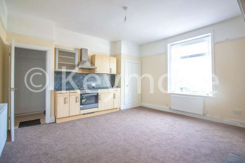 2 Bedrooms Terraced House for sale in Commercial Street, Queensbury, Bradford