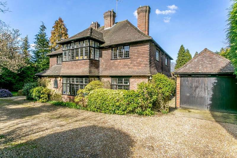 4 Bedrooms Detached House for sale in Petworth Road, Haslemere, Surrey