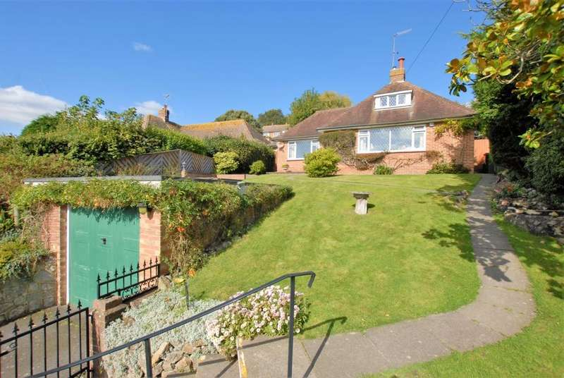 3 Bedrooms Detached House for sale in Hillside Street, Hythe, CT21