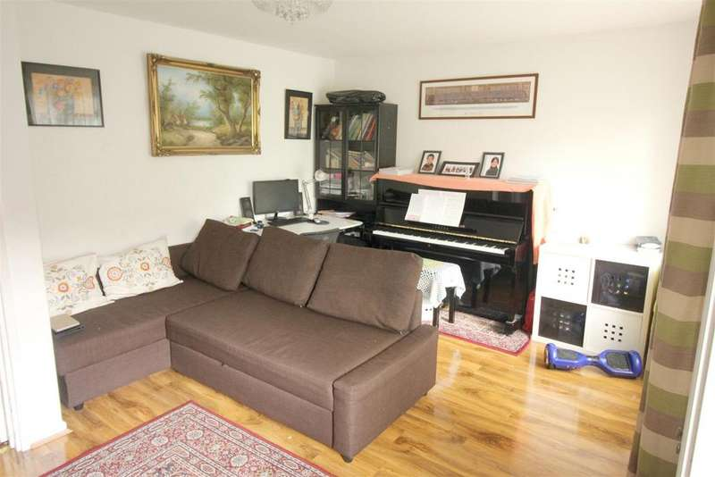 3 Bedrooms Maisonette Flat for sale in Bolster Drive Crescent Rise, London