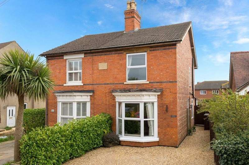 3 Bedrooms Semi Detached House for sale in Meadowgate, Bourne, PE10