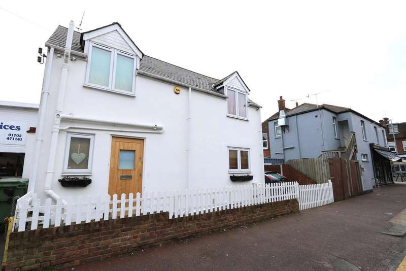 2 Bedrooms Detached House for sale in Dundonald Drive, Leigh-On-Sea SS9