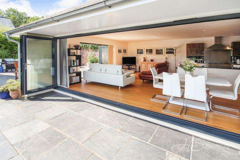 5 Bedrooms Detached House for sale in Edginswell Lane, Torquay