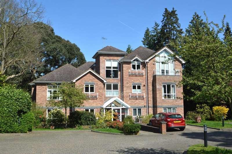 2 Bedrooms Apartment Flat for sale in Oatlands Chase, Weybridge KT13
