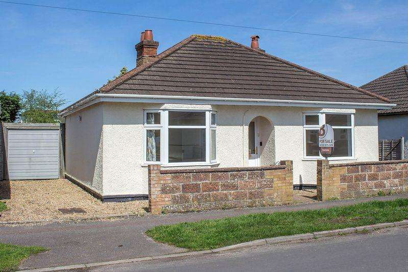 2 Bedrooms Detached Bungalow for sale in Totton