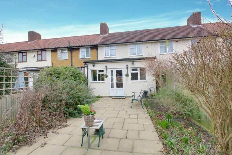 3 Bedrooms Terraced House for sale in Aylmer Road, Dagenham