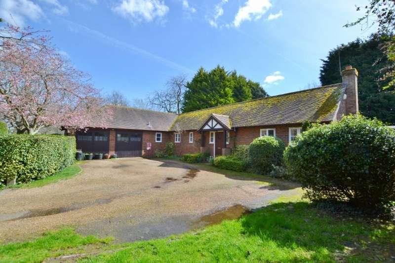 3 Bedrooms Detached Bungalow for sale in Wisborough Green, West Sussex