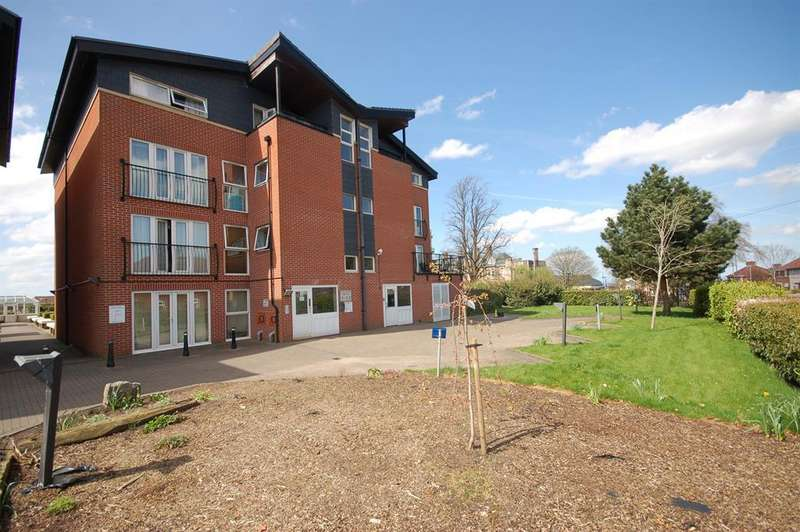 1 Bedroom Flat for sale in High Point House, Lodge Road, Kingswood, Bristol, BS15 1TB