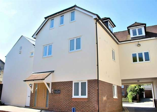 2 Bedrooms Flat for sale in High Street, Dunmow, Essex