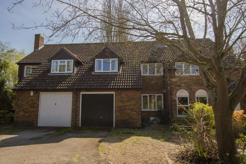 3 Bedrooms Semi Detached House for sale in St Mary's Way, Burghfield Common, Reading, RG7