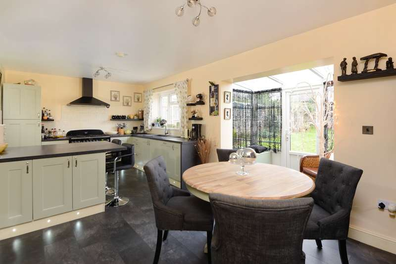 3 Bedrooms Detached House for sale in Sturry Hill, Canterbury, CT2
