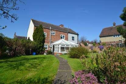 3 Bedrooms Semi Detached House for sale in Harrowden Road, Wellingborough, Northamptonshire
