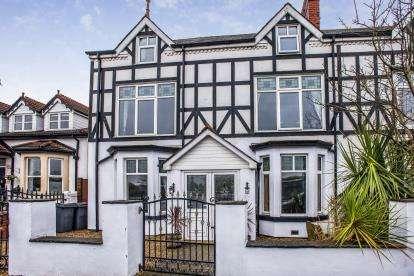 5 Bedrooms Semi Detached House for sale in Breck Road, Poulton-Le-Fylde, FY6