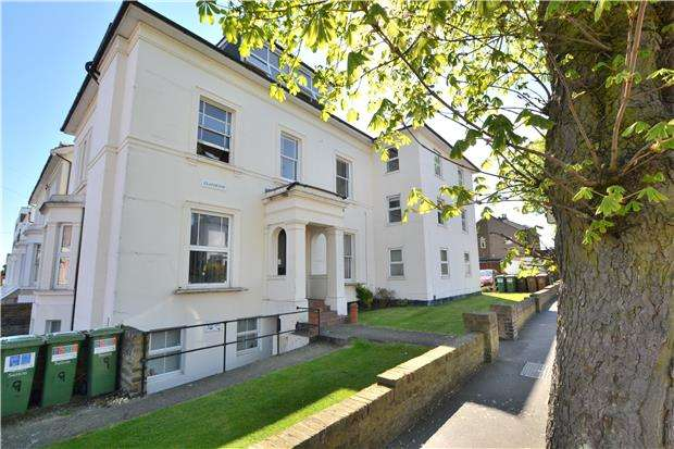 2 Bedrooms Flat for sale in Bridge Road, Wallington, Surrey, SM6 8TG