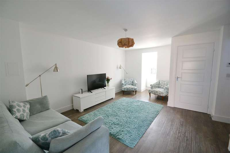 3 Bedrooms House for sale in Brookfield Drive, Horley