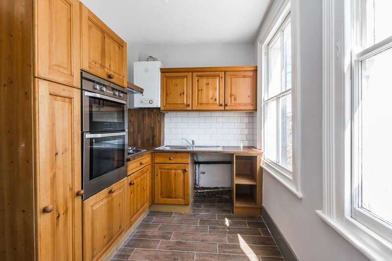 2 Bedrooms Flat for sale in Imperial Road, Wood Green, N22