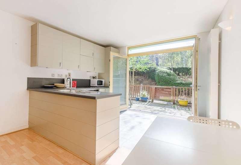 2 Bedrooms Flat for sale in Becquerel Court, Greenwich, SE10
