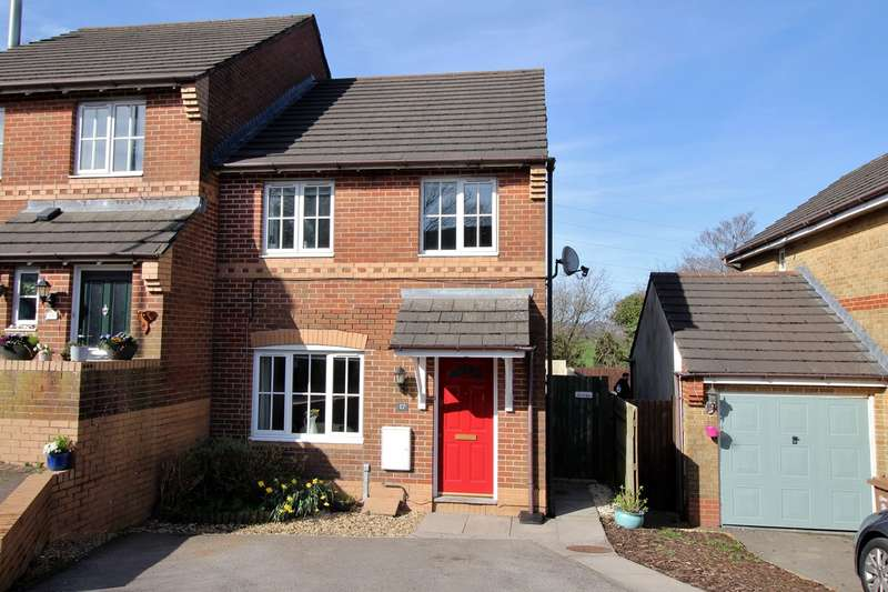 3 Bedrooms Semi Detached House for sale in Cae Ffynnon, Penybryn, Hengoed, CF82