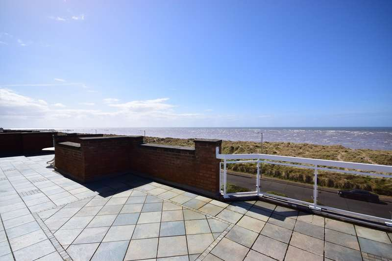 2 Bedrooms Penthouse Flat for sale in North Promenade, Lytham St Annes, FY8