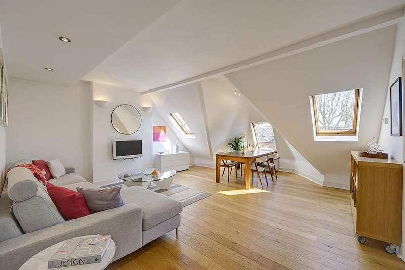 3 Bedrooms Flat for sale in Compayne Gardens, South Hampstead
