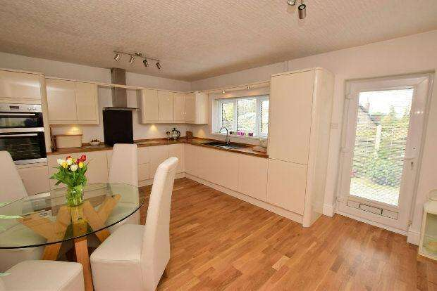 4 Bedrooms Detached House for sale in Old Main Road, Barnoldby Le Beck, Grimsby