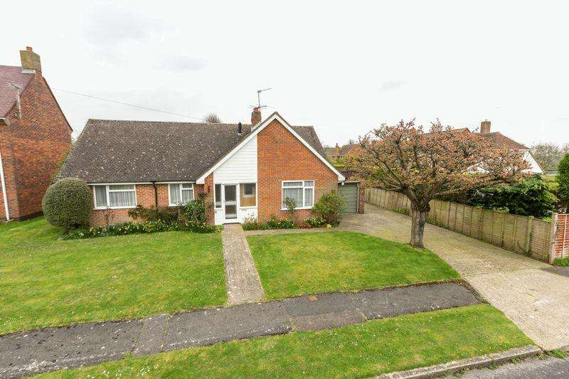 3 Bedrooms Detached Bungalow for sale in Gibson Road, Tangmere
