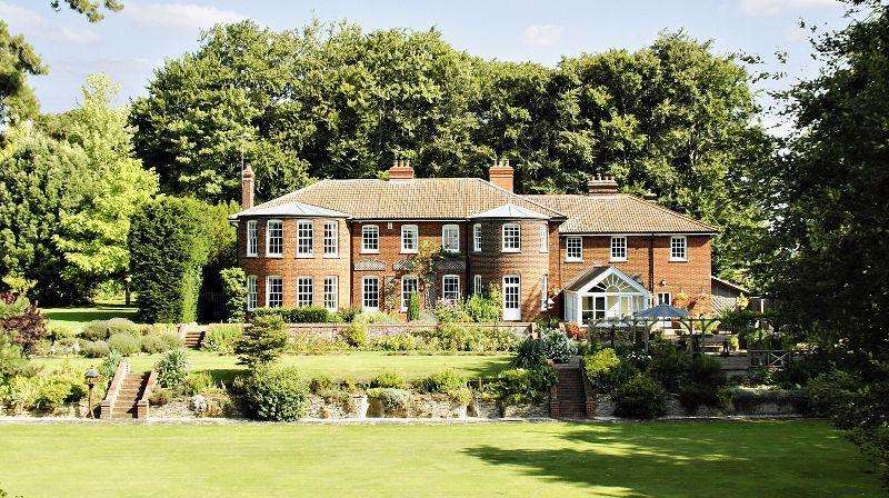6 Bedrooms Detached House for sale in London Road, Royston, Herts, SG8