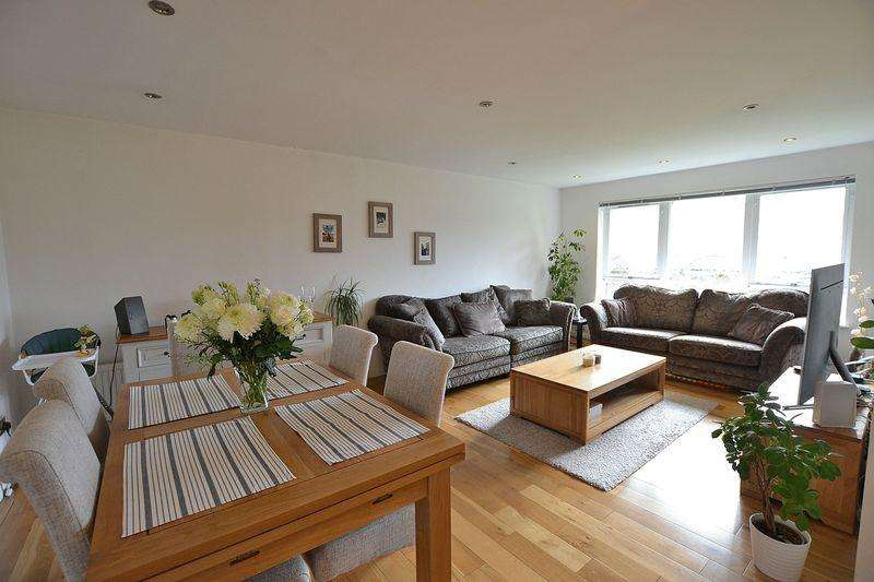 2 Bedrooms Apartment Flat for sale in Whitehaven Close,