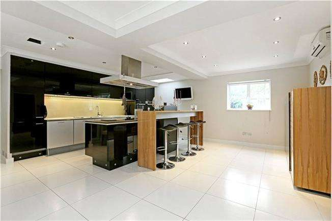 4 Bedrooms Detached House for sale in Ashbourne Road London W5 3EH