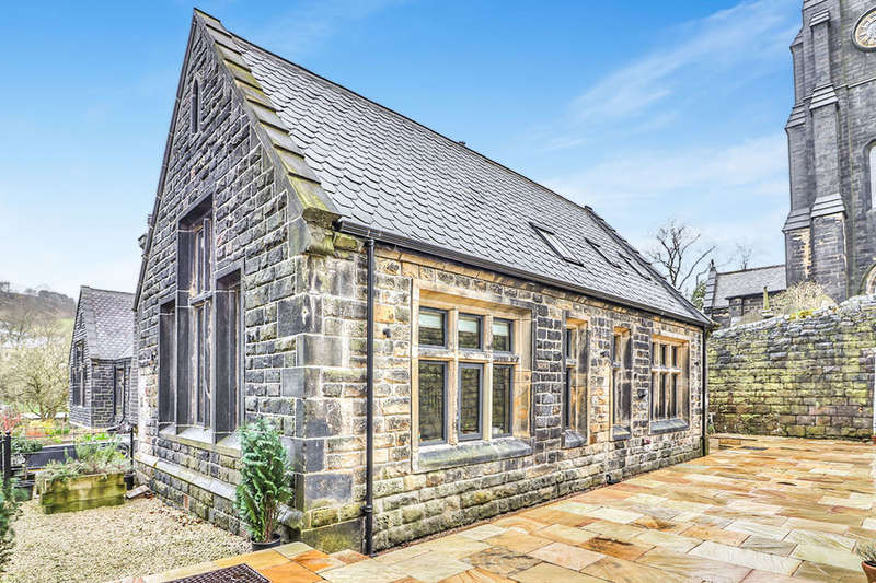 3 Bedrooms Semi Detached House for sale in Cropley House St. Peters Gate, Todmorden, OL14