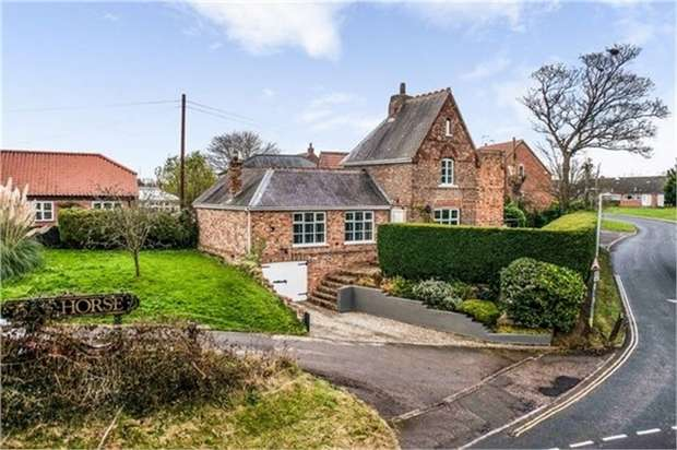 3 Bedrooms Detached House for sale in Church Road, Stamford Bridge, York