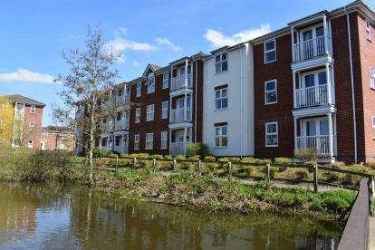 2 Bedrooms Flat for sale in Guillemot Way, Watermead, Aylesbury, Bucks