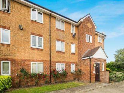 2 Bedrooms Flat for sale in Ilford, London, United Kingdom
