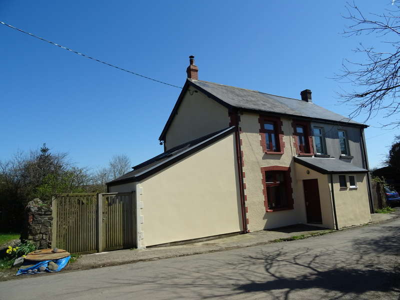 3 Bedrooms Semi Detached House for sale in 1 Perthcelyn Cottages, Mountain Ash, CF45 3YJ
