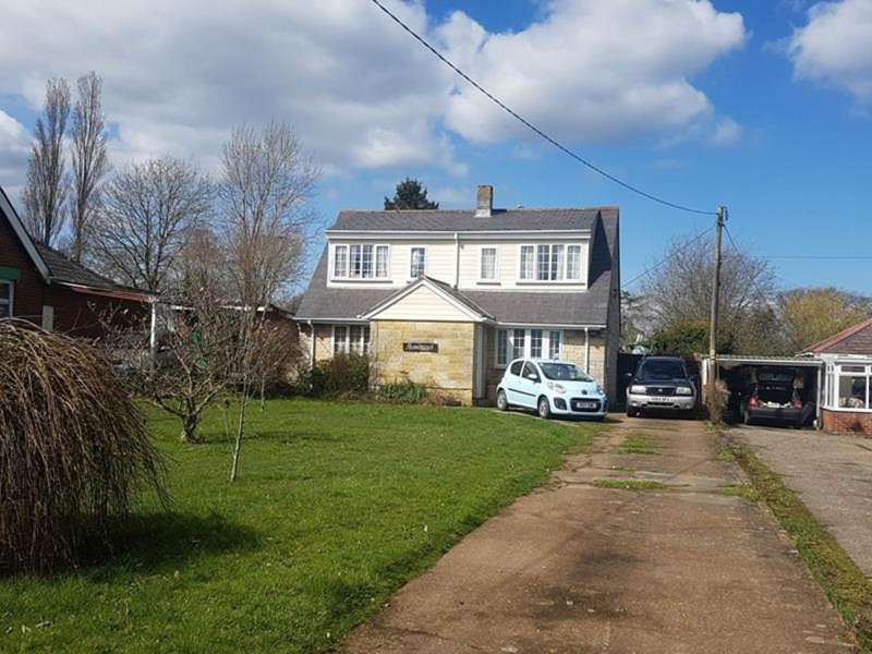 3 Bedrooms Detached Bungalow for sale in East Cowes Road, Whippingham