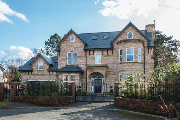 5 Bedrooms Detached House for sale in Winton Road, Bowdon
