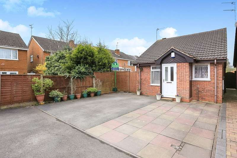 2 Bedrooms Detached Bungalow for sale in Glenmore Close, Wolverhampton, WV3