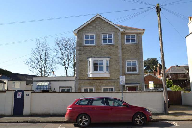 3 Bedrooms Detached House for sale in The Strand, Ryde