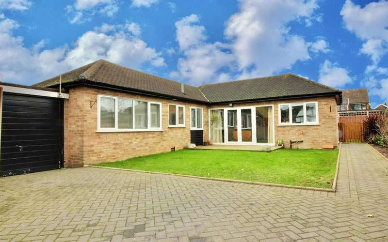 2 Bedrooms Detached Bungalow for sale in Flamstead End Road, Cheshunt
