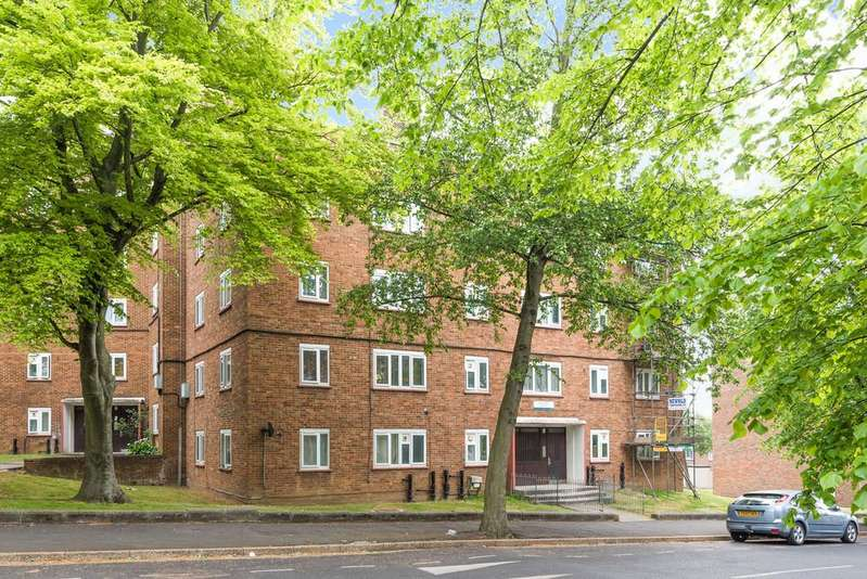 2 Bedrooms Flat for sale in Perth Court, Denmark Hill Estate